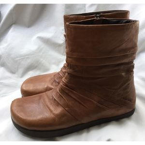 Earth Kalso Carling Almond Leather Boots 9 B